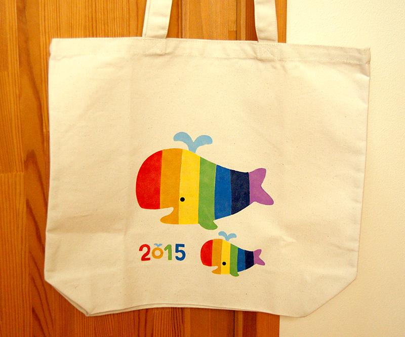 【トートバッグデザイン】「おやこ虹色くじら2015」
